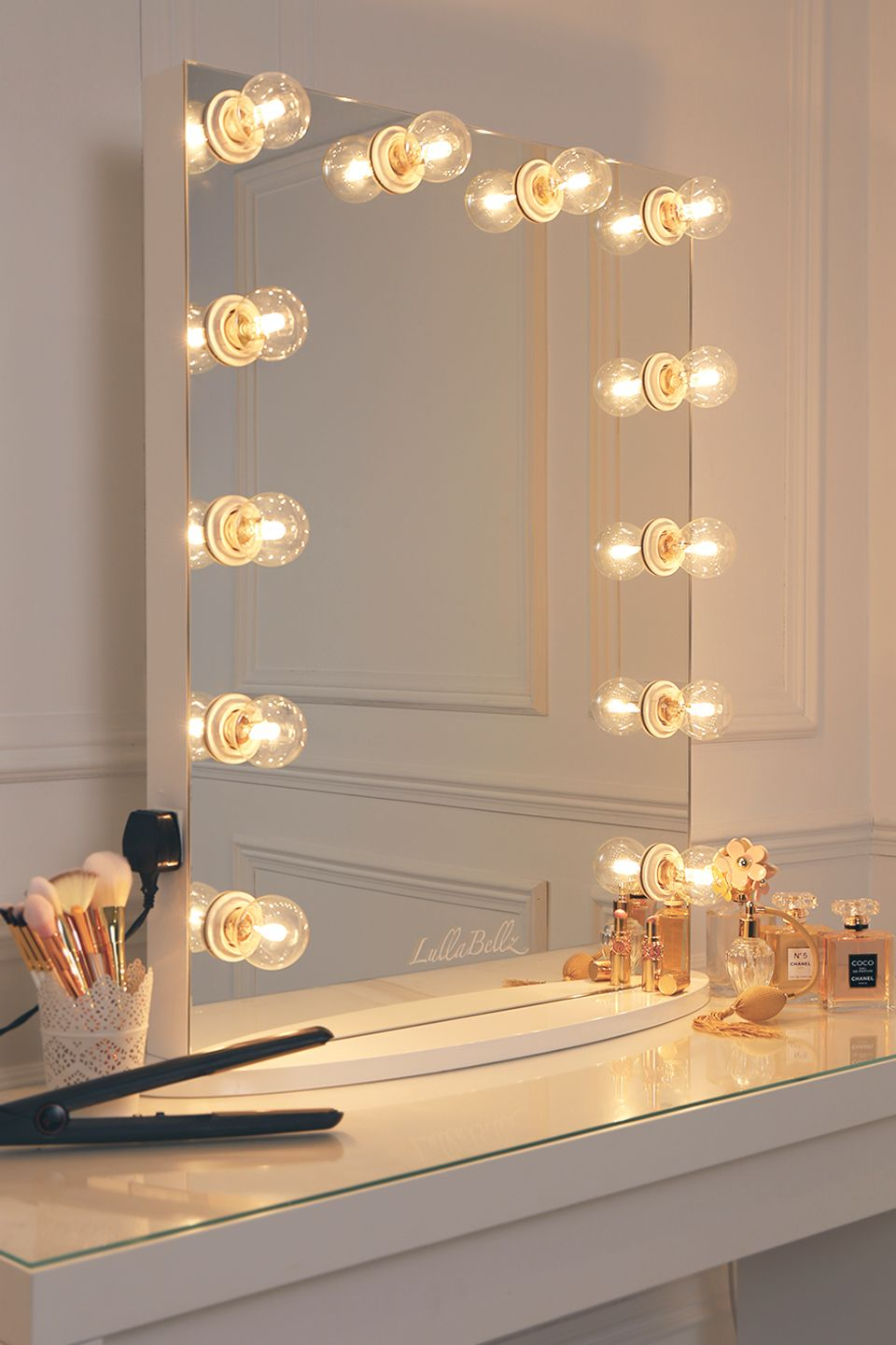 Vanity Mirror With A Pure White Finish Framed With Clear Golf Size Light Bulbs Diy Vanity Mirror Hollywood Vanity Mirror Vanity Light Bulbs