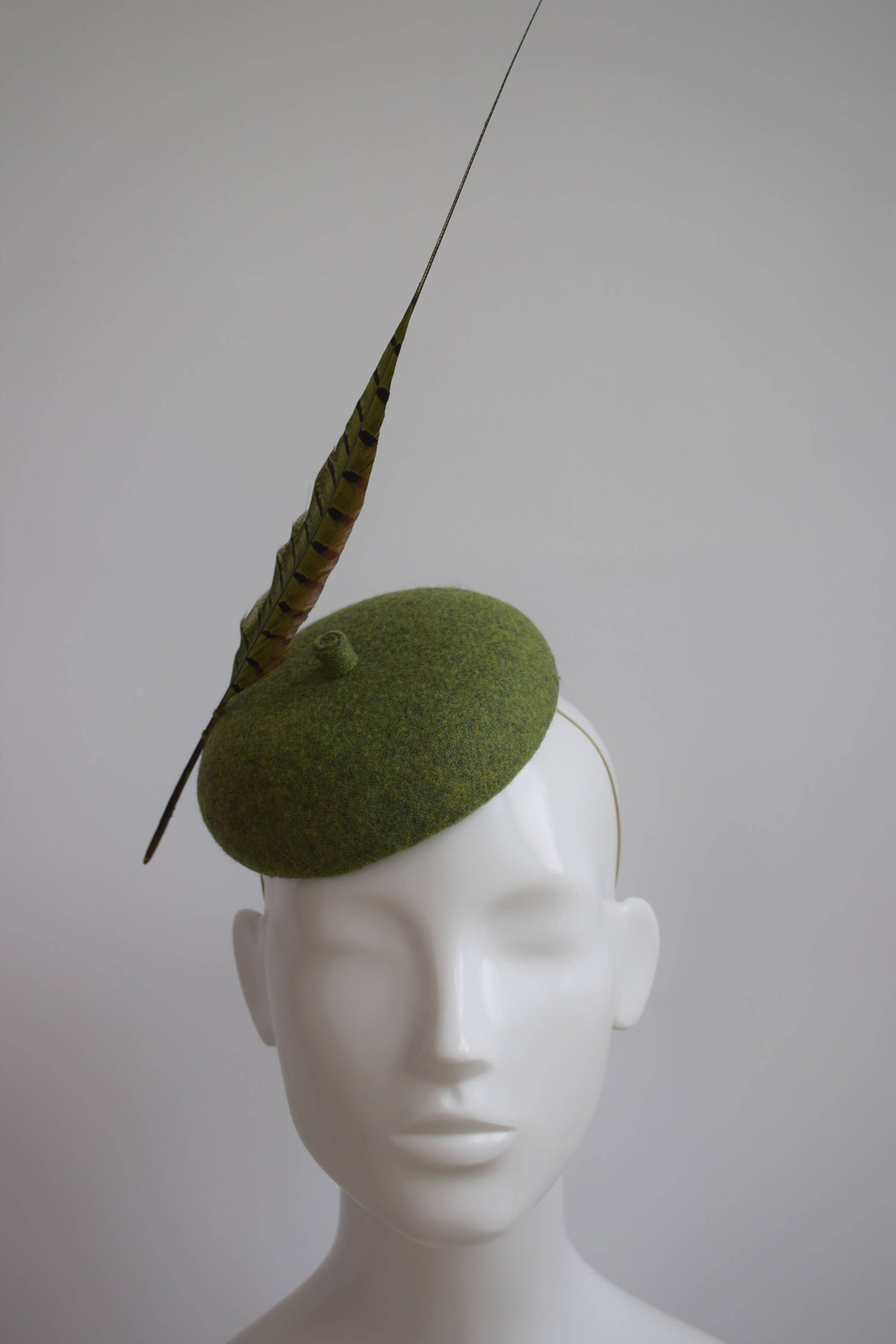 dfa37add94811 Parisian Style - English Country Green Tweed Beret - Green Pheasant  Feather- Winter Wedding Hat - Winter Races Hat - Ladies Day - Fascinator by  ...
