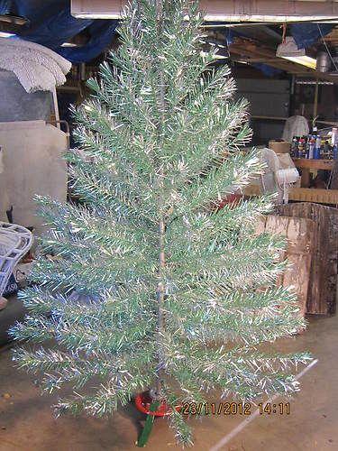 Unique Vintage 7 Aluminum Xmas Tree Silver Green 1950s Ebay Silver Christmas Tree Vintage Vintage Christmas Tree Aluminum Christmas Tree