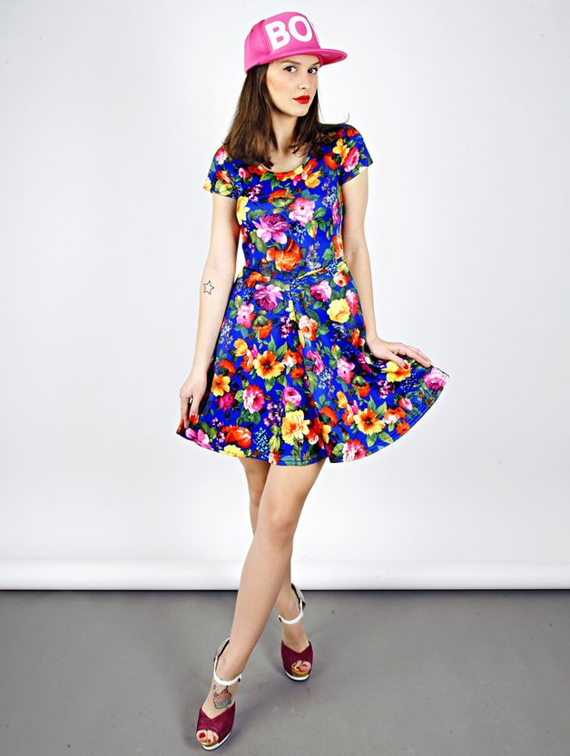 748aefbb9d Sukienka JIL w kobaltowe kwiaty - MissSpark - Sukienki koktajlowe ...