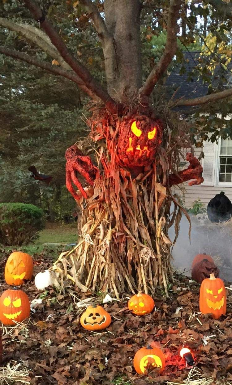Awesome & truly creepy Jack O Lantern tree by The Hauted