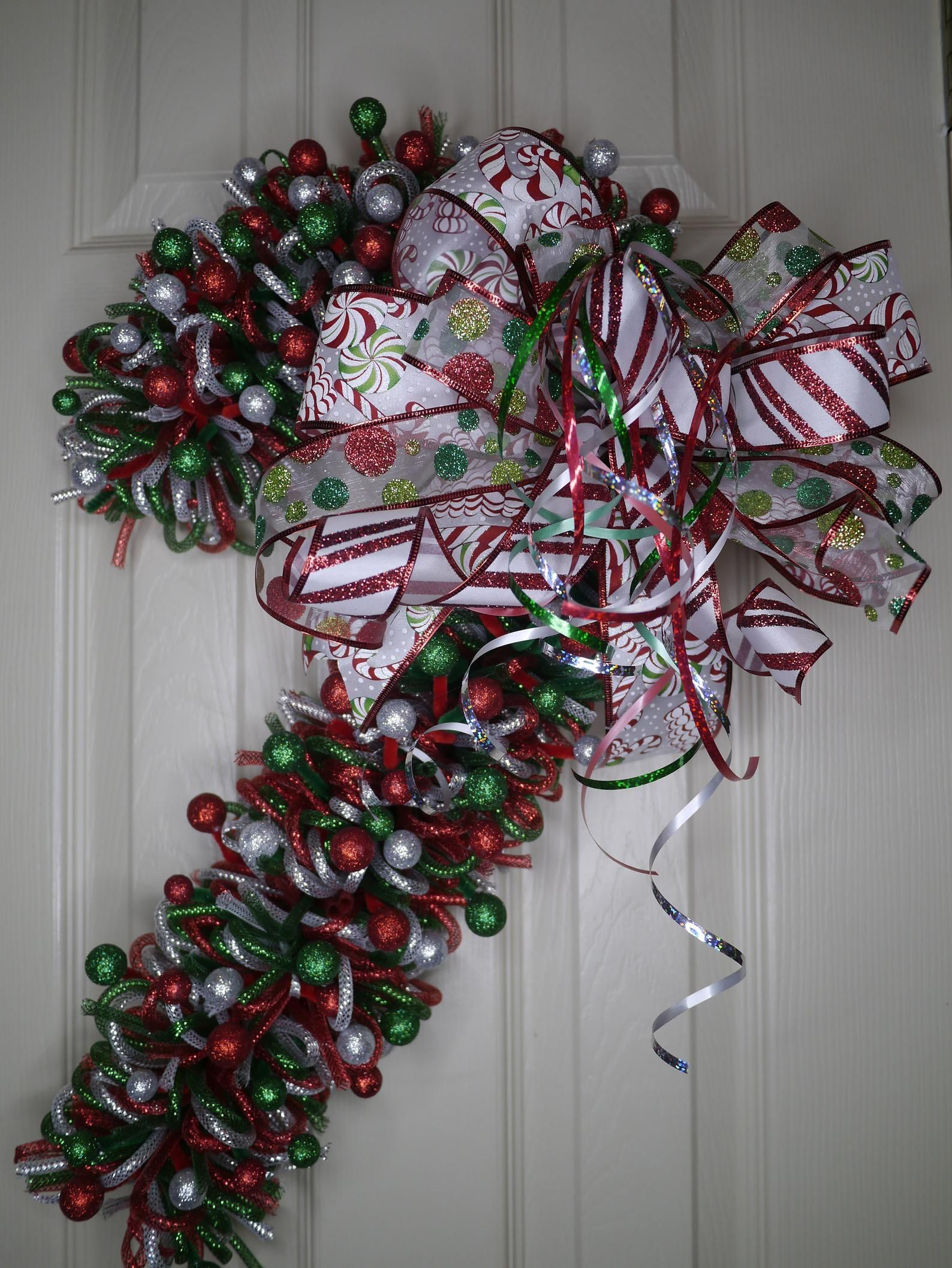 Christmas Wreath, Candy Cane, Candy Cane Christmas Wreath, Candy Cane Decor, Front Door Wreath, Holiday Wreath, FREE Shipping, Mesh Tubing