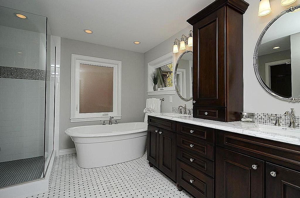 Traditional Master Bathroom Found On Zillow Digs Flip