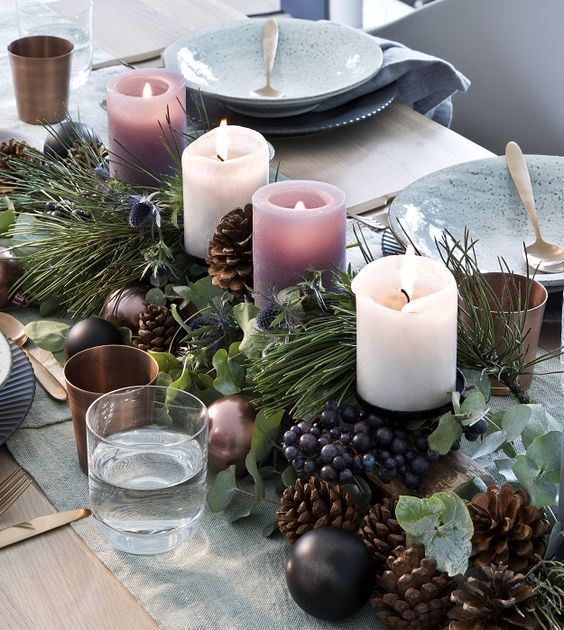 Filling Your Home with Favorite Christmas Scents- Pink Candles #centredetablenoelbois