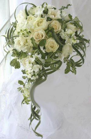 Bouquet Sposa Pendente.Pin Di Ara Su Floral Design Fiori Per Matrimoni