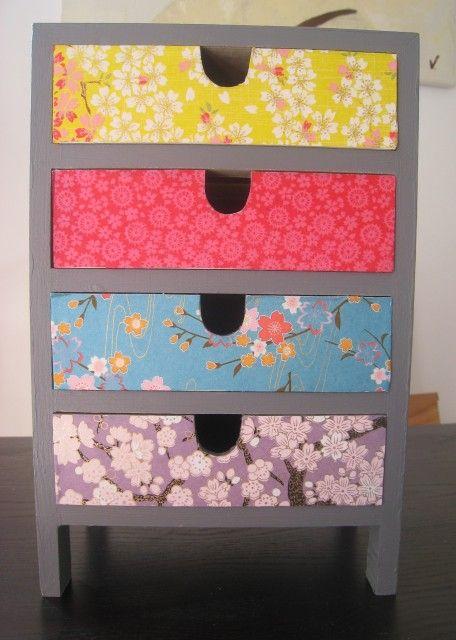 Petit meuble recouvert de papier japonais diy for Decopatch meuble