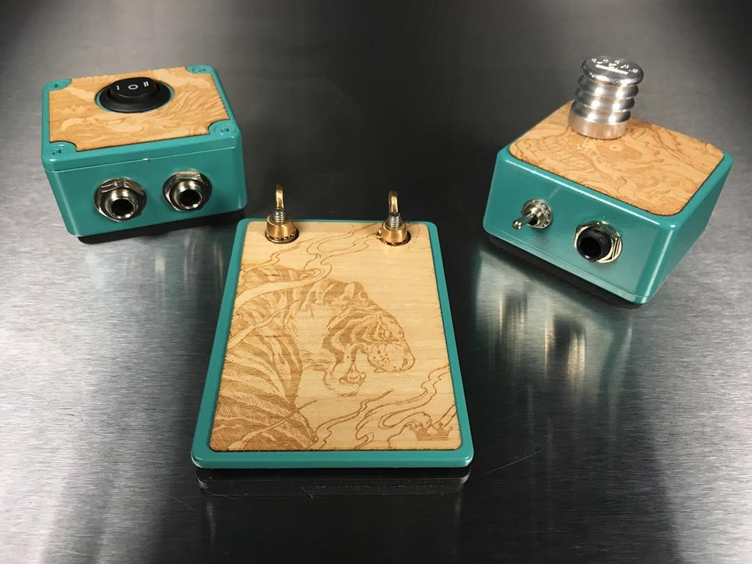The Pro Design Wood Panel Travel Switch Box Foot Switch And Power Supply Tattoo Supplies Wood Design Kingpin Tattoo
