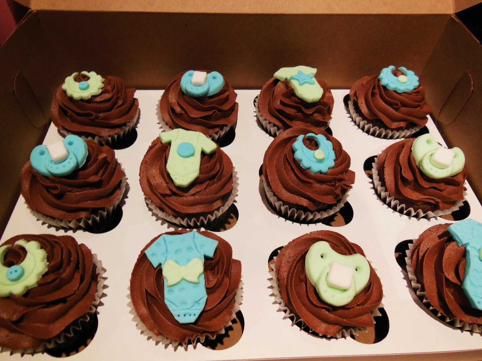 baby shower cupcakes chocolate cupcakes chocolate buttercream icing decorations in fondant bib onesie pacifier cupcakes pour shower de bb