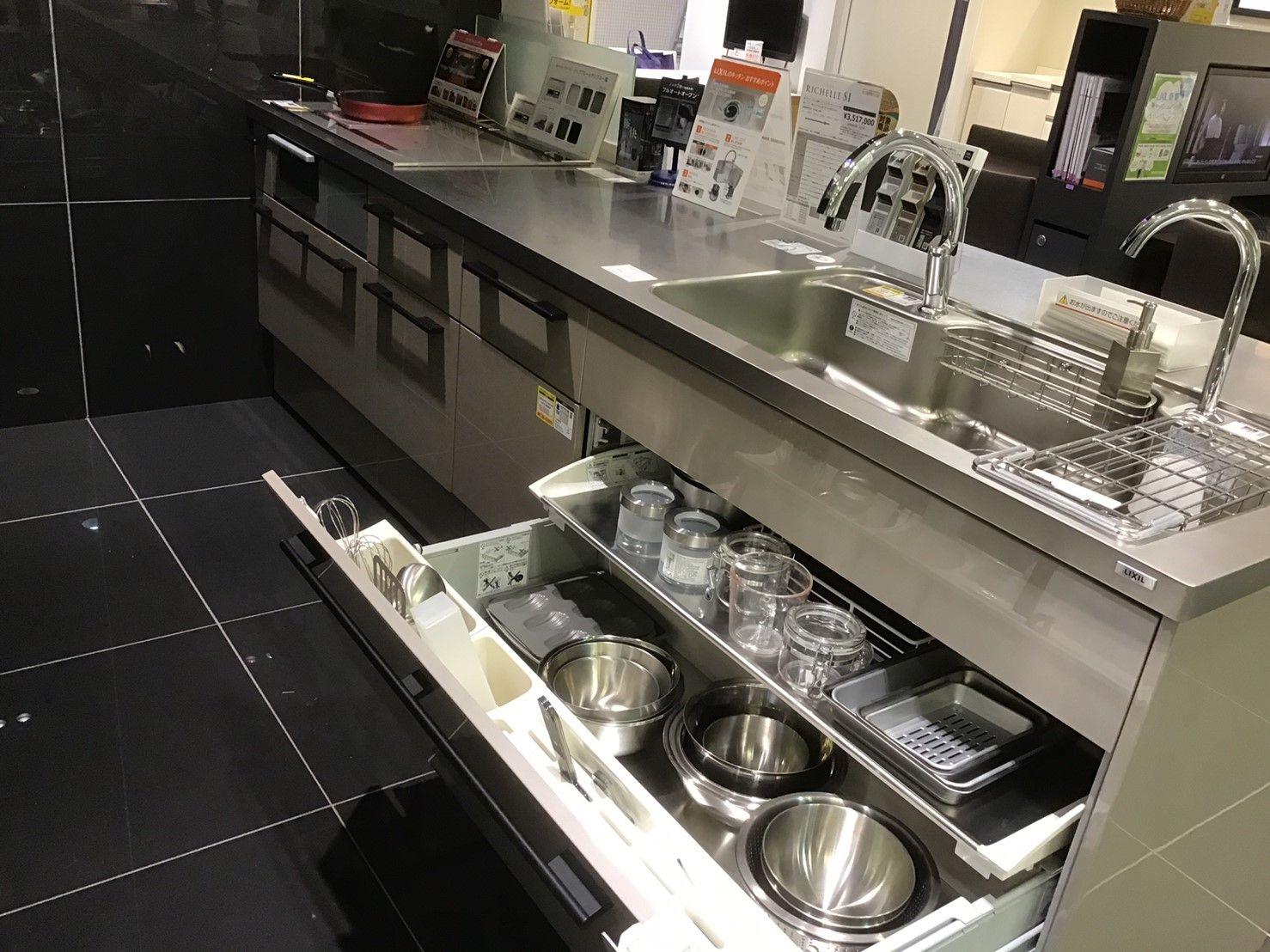 リクシルのキッチン 収納です キッチン リクシル 収納 キッチン収納 2020 キッチン リクシル 収納