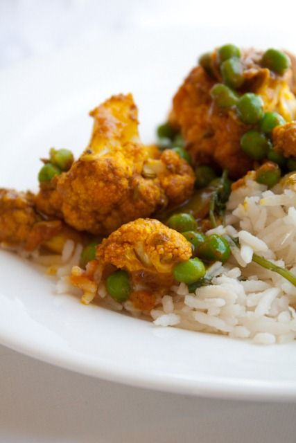 Curry Roasted Cauliflower with Sweet Peas  I have so got to try this this weekend!