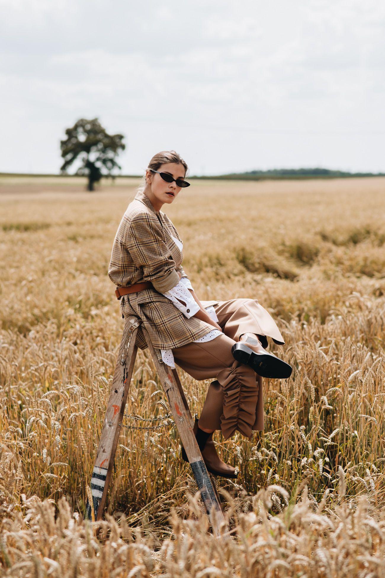 Outfit: Jil Sander Vintage Blazer, Dior Saddle Bauchtasche & Calvin Klein 205W39NYC Cowboy Boots #editorialfashion