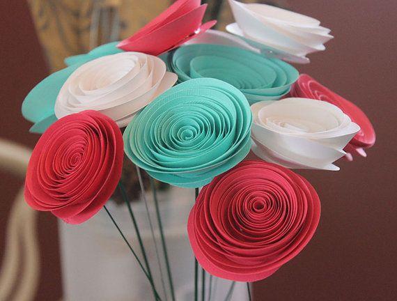 He encontrado este interesante anuncio de Etsy en https://www.etsy.com/es/listing/150275050/12-teal-white-pink-paper-flowers-wedding