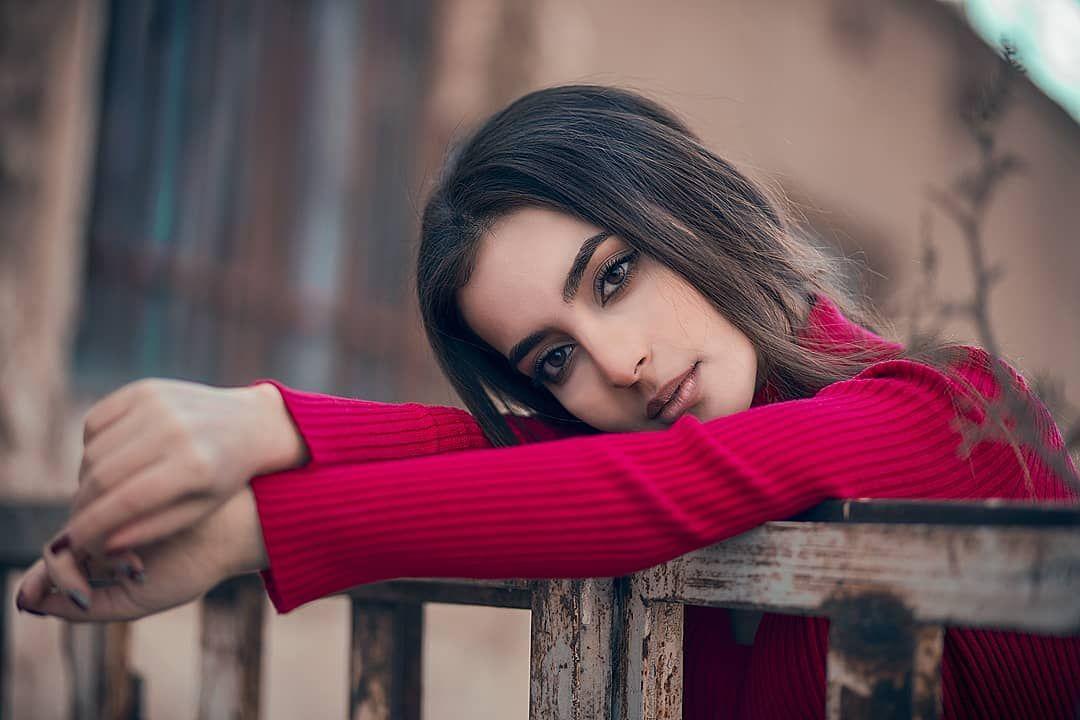 همیشه نباید حرف زد گاه باید سکوت کرد حرف دل که گفتنی نیست باید آدمش باشد کسی که با یک نگاه کردن به چشمت تا ته بغضت را Persian Beauties