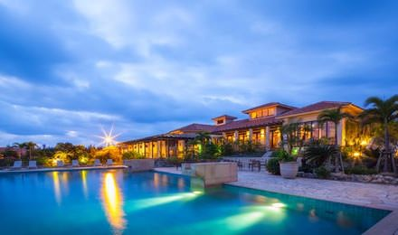 2011年に星野リゾートグループが「真南風ロマンティック」をコンセプトに作ったリゾートホテル。
