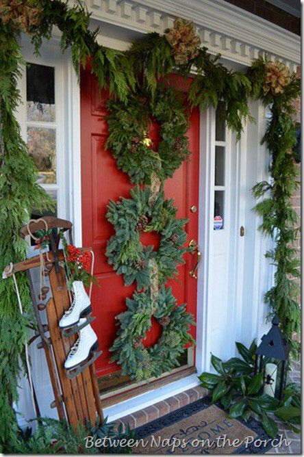 Wreath door Christmas Holiday Porches Pinterest