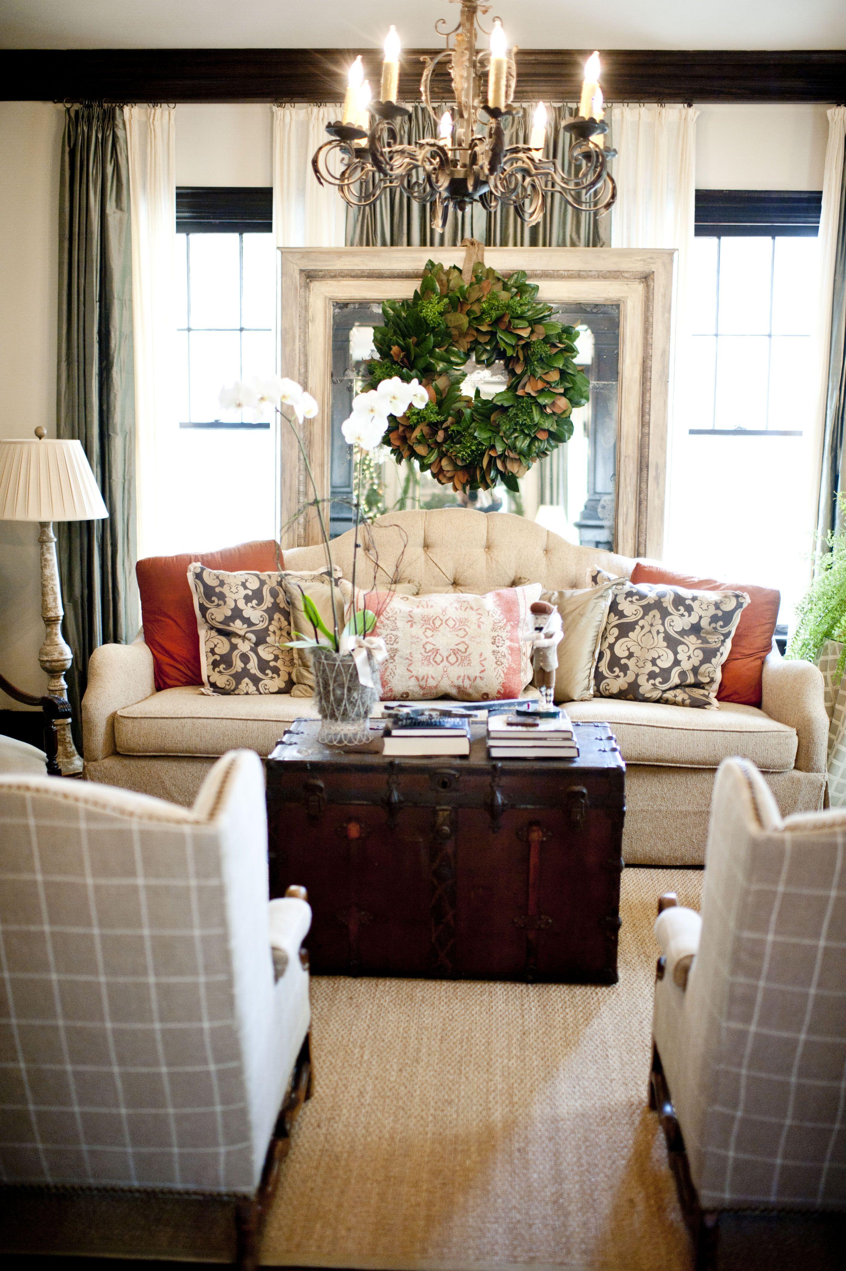 Guirnalda sobre el espejo sillones decoraci n hogar for Sillones para apartamentos pequenos