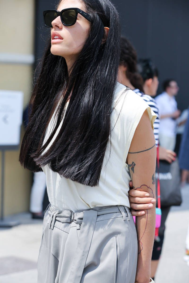 Street Style The Women Of Pitti Long Hair Styles Hair Styles Straight Hairstyles