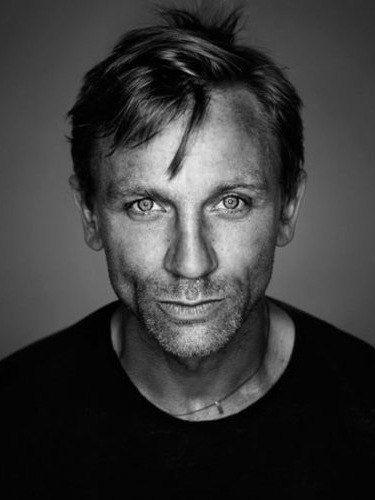 fafbf22fd Daniel Craig | C e l e b r i t i e s | Portrait, Celebrity ...