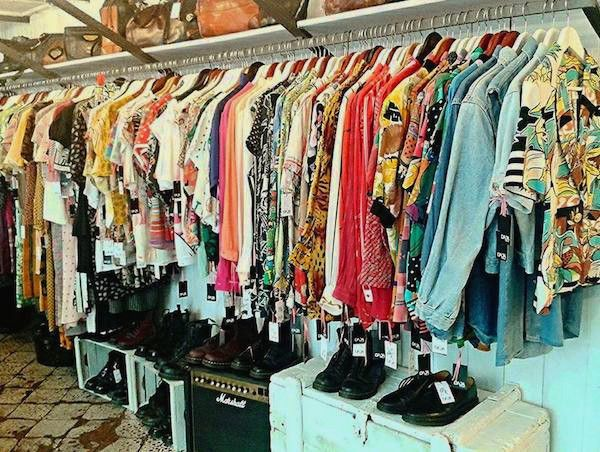 Vintage And Second Hand Clothing Shops In Naples Napoli Unplugged Shopping Outfit Vintage Clothing Stores Second Hand Clothes