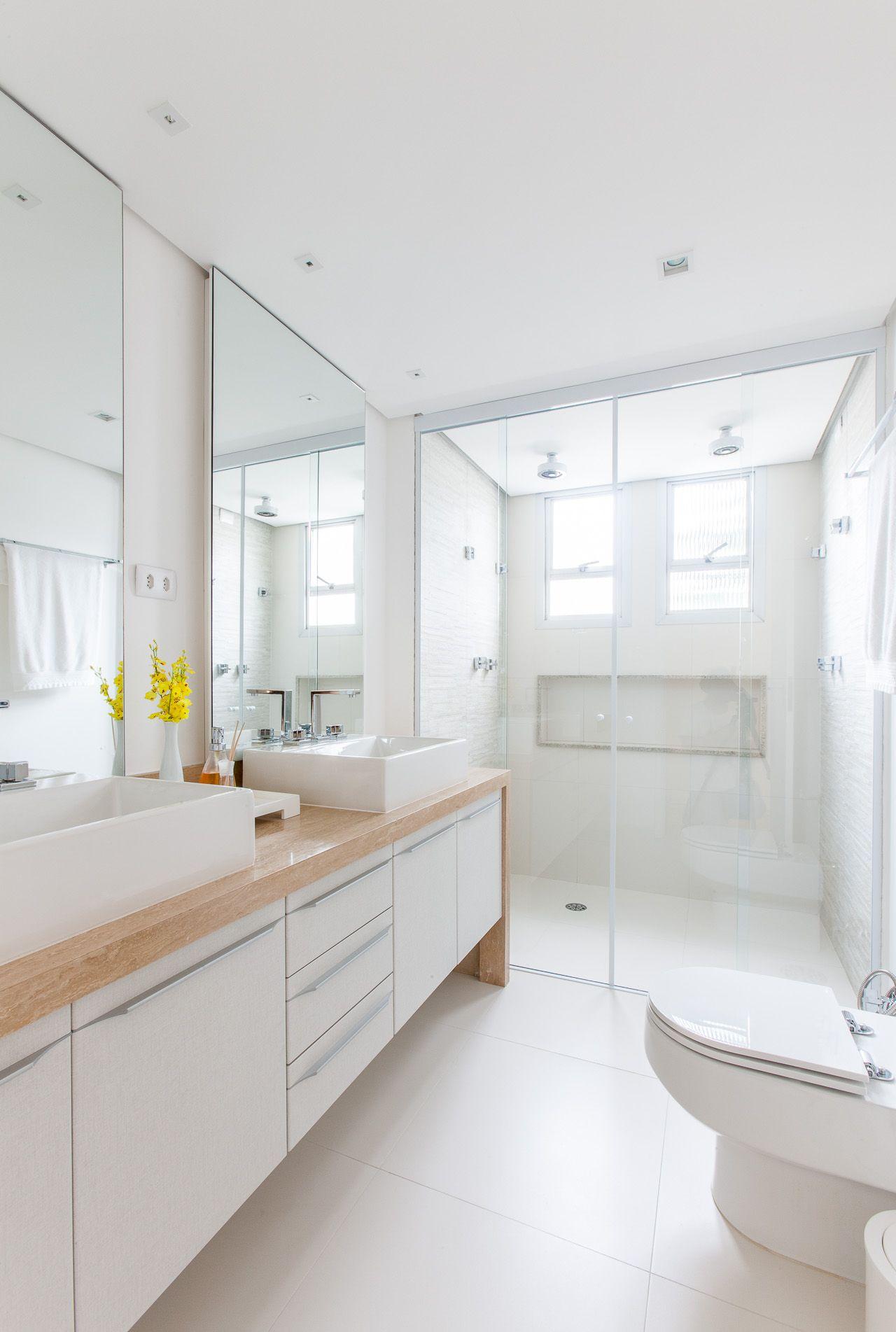 Banheiro casal tudo duplo, moderno e clean | Projeto by Dani Momoi Arquiteta