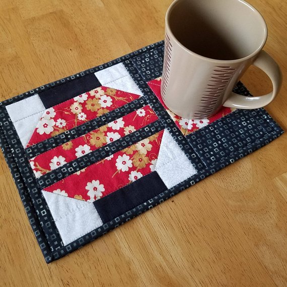Chinese Lantern Mug Rug Quilted Snack Mat Asian Mini Quilt Red Black Gold White Quiltsy Handmade 11 5 X 7 5 Mug Rug Mug Rugs Wall Quilts