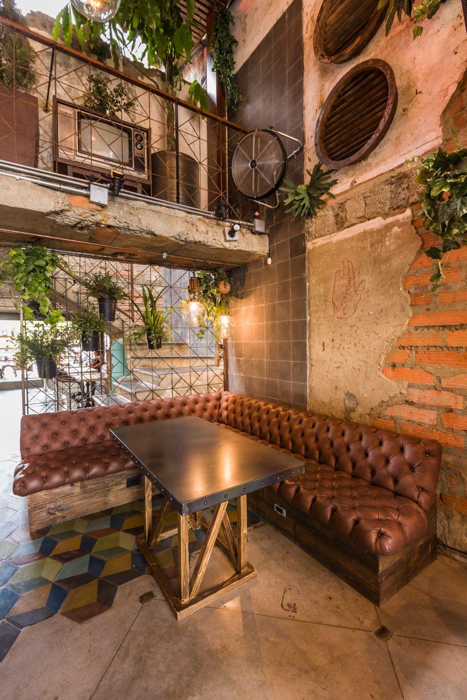 Divisi n con plantas y hierro sitios con encanto bares dise o decoraci n cafeter a y interiores - Paginas de diseno de interiores ...