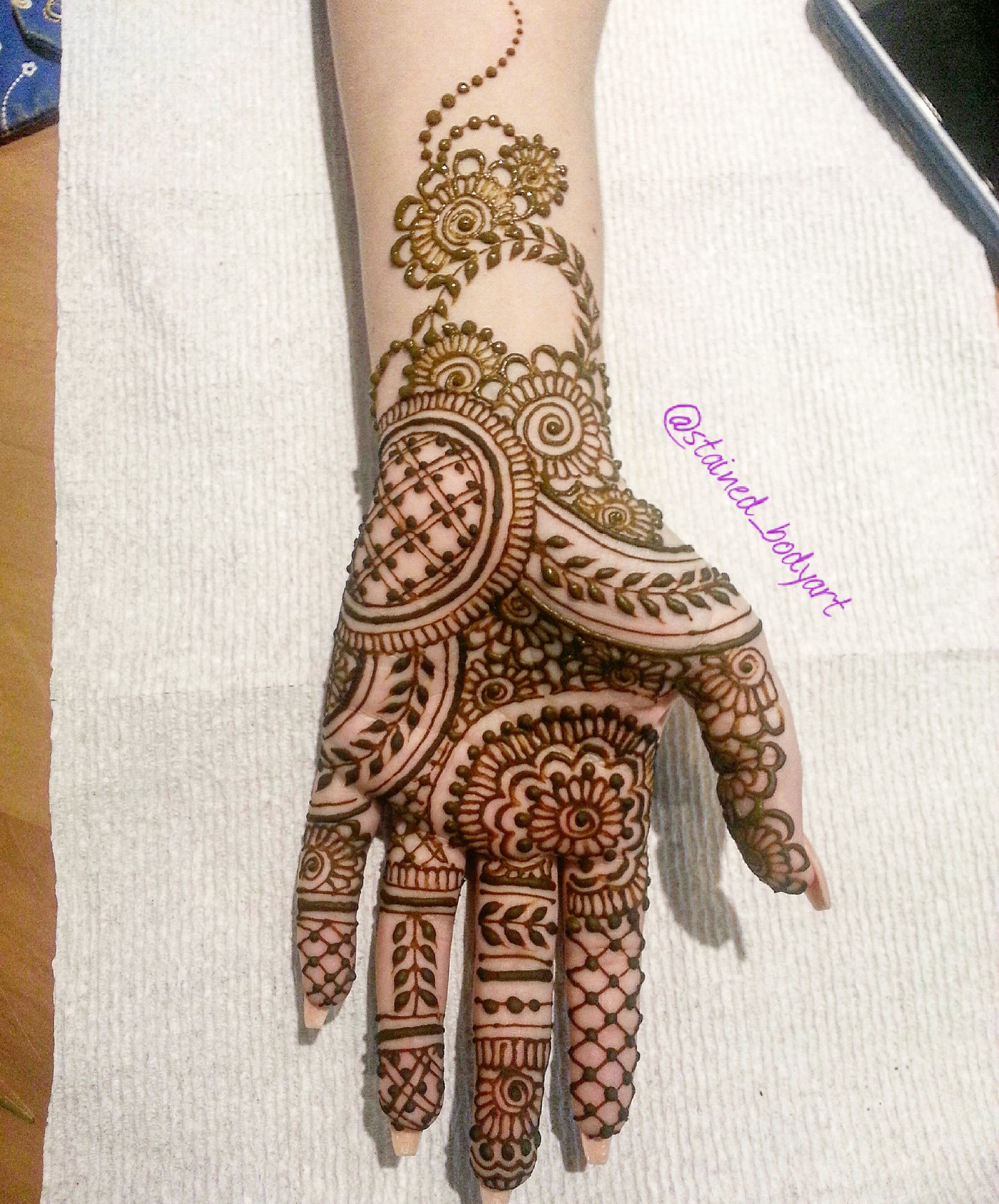 henna design on palm