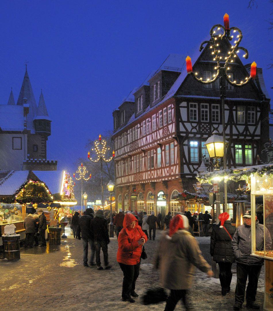 25 Impressive Photos Of Christmas Celebrations Around The World 17 Is Awesome Amongraf Celebration Around The World Christmas In Germany Christmas Market