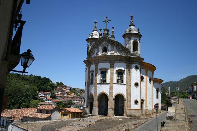 arte barroca no brasil - Igreja de Nossa Senhora do Pilar, erguida em torno da capela dos primeiros anos do século XVIII, teve a construção iniciada por volta de 1731 e foi inaugurada em 1733
