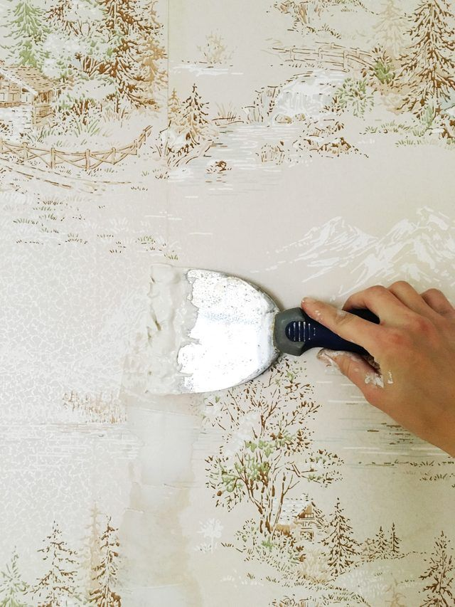 How To Easily Apply Paint Over Hard To Remove Wallpaper Ehow Painting Over Wallpaper Old Wallpaper Cleaning Painted Walls