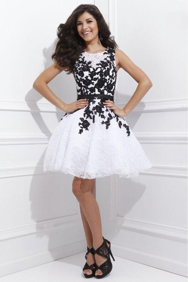 26d92a6184f6 Robe blanche a dentelle noire