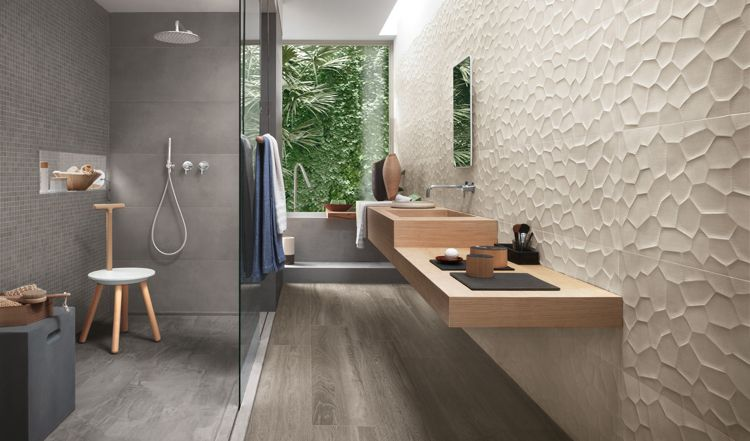 schmales Bad mit Fenster - Beige und Grau Badezimmer - badezimmer modern beige grau