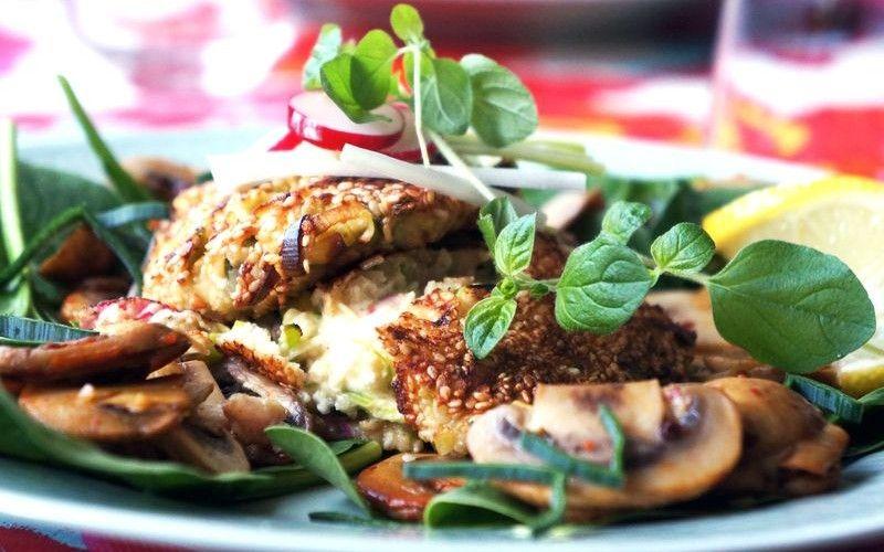 Fårost- och oreganobiffar med chillifrästa champinjoner