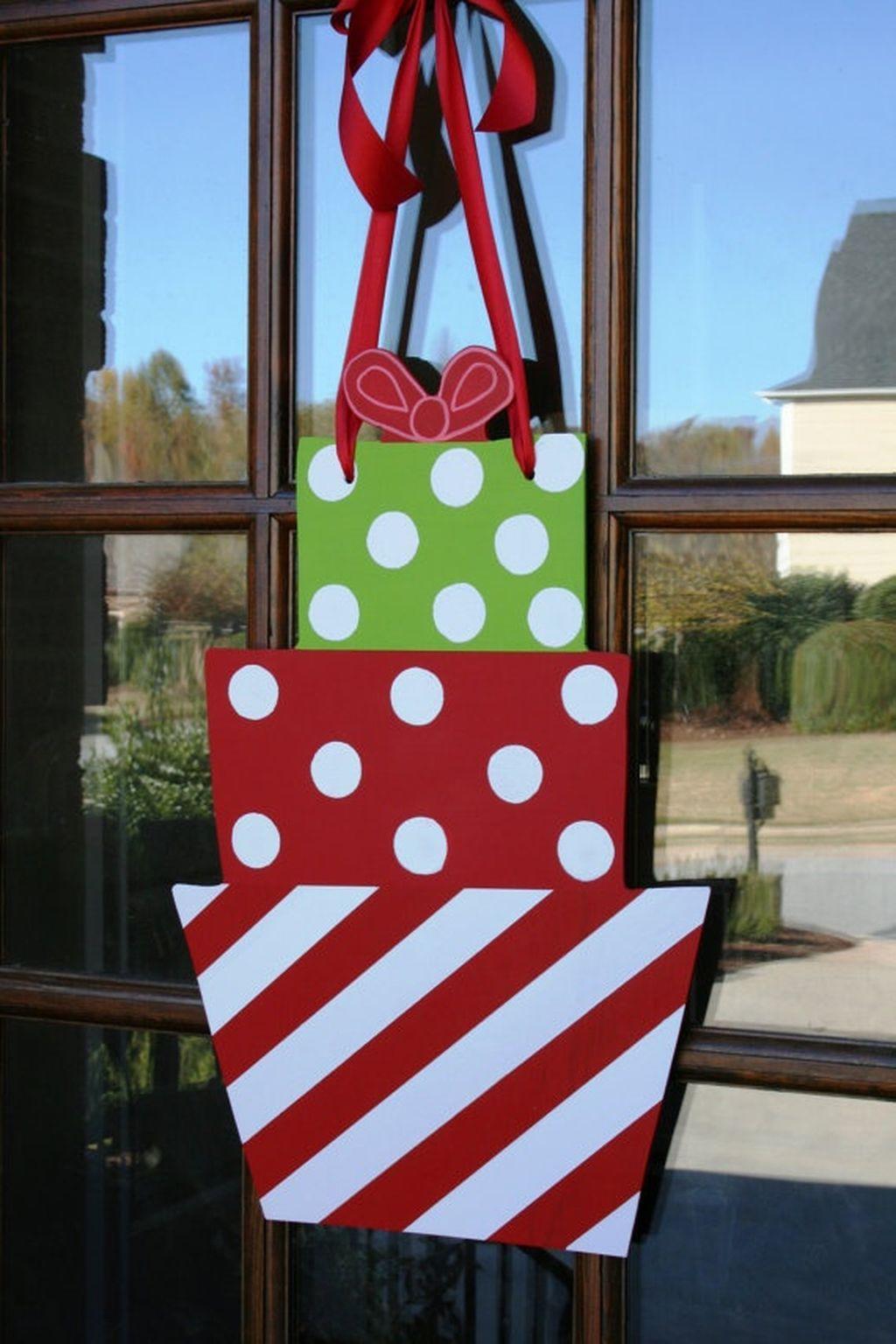 34 Easy DIY Office Christmas Decoration Ideas You Should