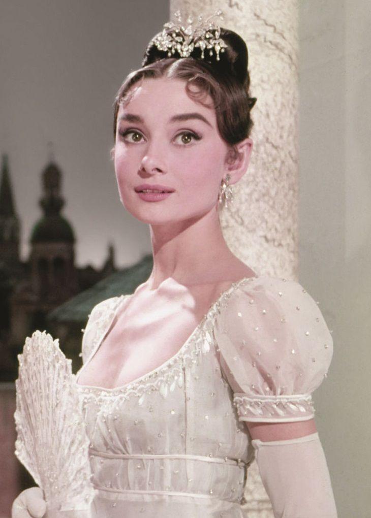 "Audrey Hepburn en ""Guerra y Paz"" (War and Peace), 1956 | Audrey ..."