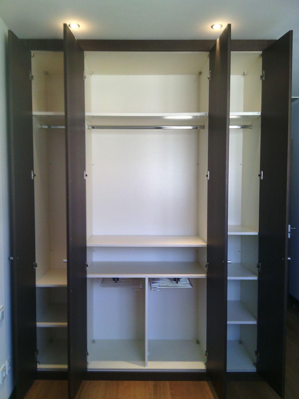 Interiores de armario con baldas lacadas seg n color - Armario con baldas ...