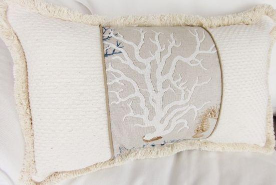 Stencil blong Mediteranean Coral Pillow