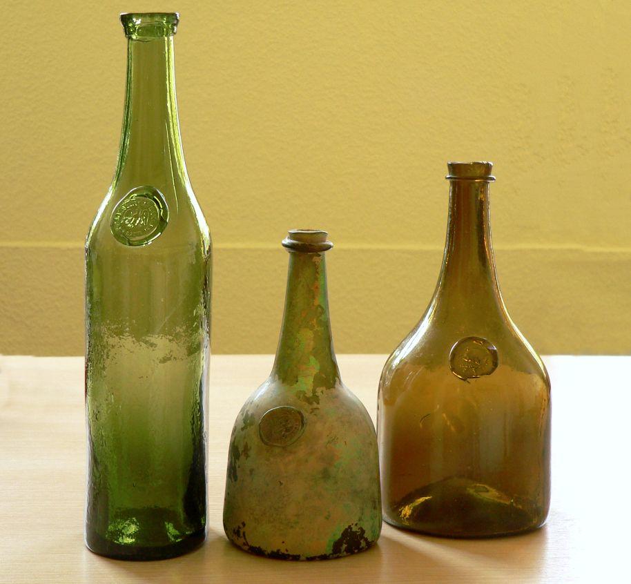 Glashütte_Klein_Süntel_3_Flaschen_ohne_Schild.jpg (914×846)