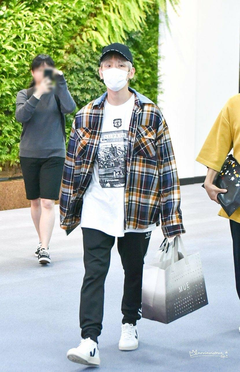 180606 09 Exo Baekhyun Gmp Airport Japan Exo Fashion Exo Airport Fashion Kpop Fashion