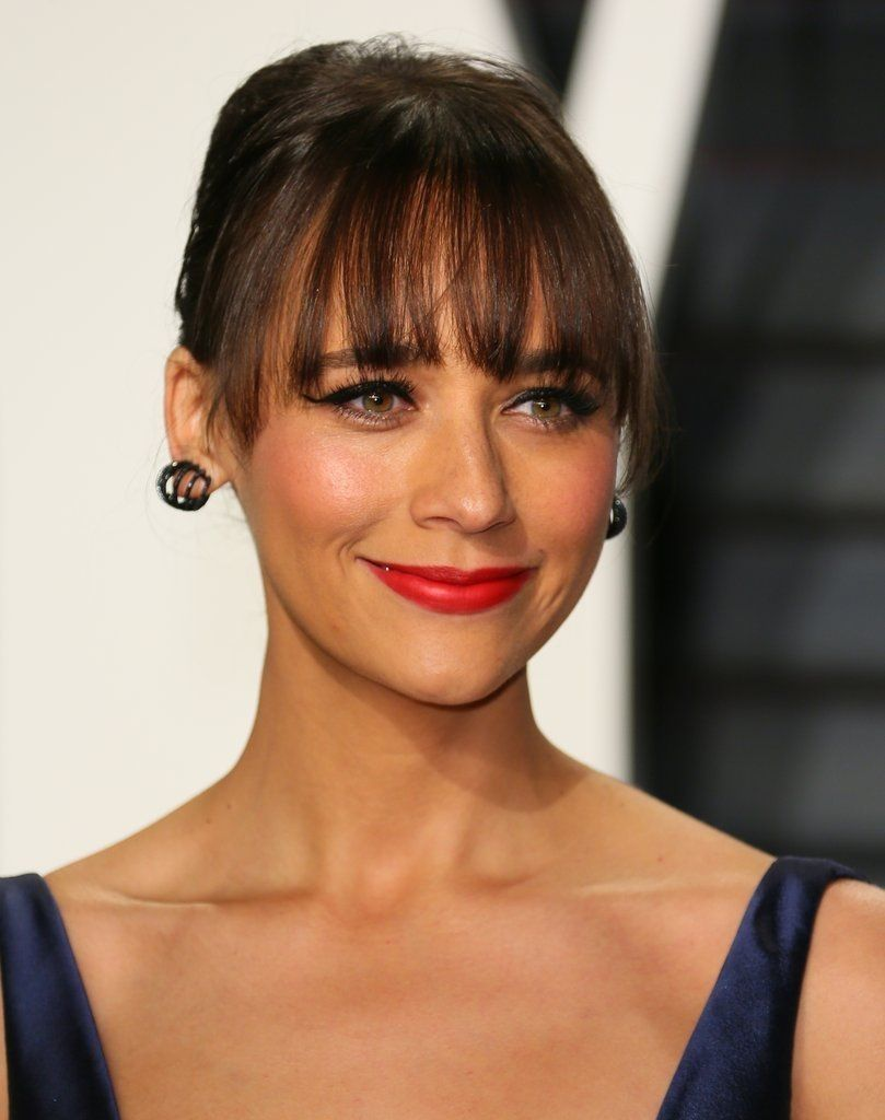 Rashida Jones Actriz Y Cantante Rashida Leah Jones 25 De Febrero De 1976 Los Angeles Californ In 2020 Rashida Jones Wedding Hair And Makeup Glossy Makeup