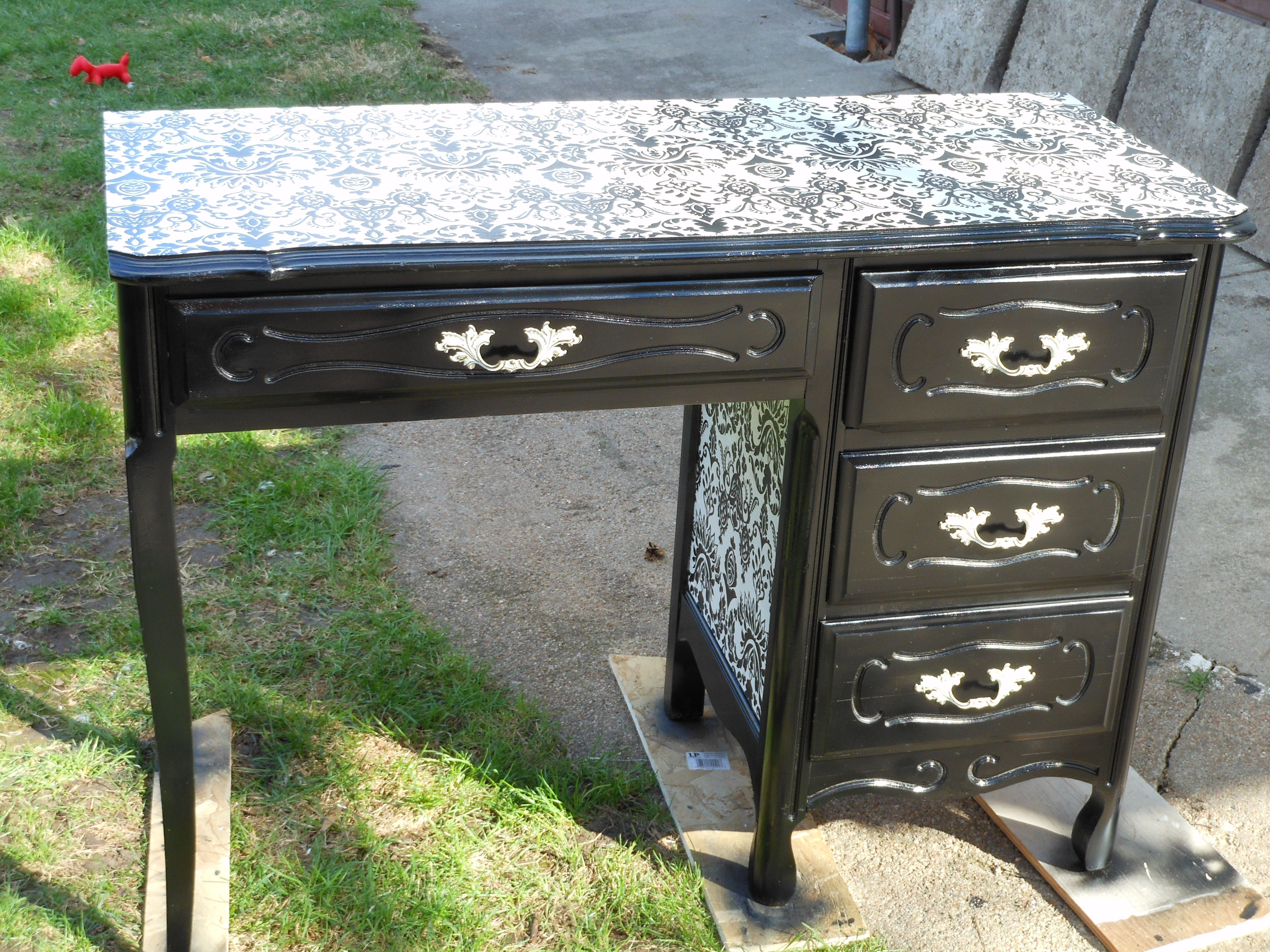 A Cute Vanity Table Refinished Using Spray Paint And Wrapping Paper Manicure Table Salon Decor Nail Room