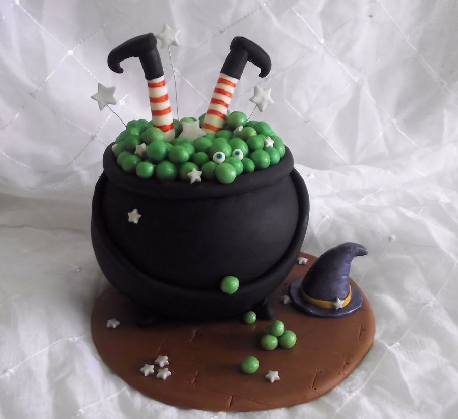 Pin by Gabriela Mora on Halloween Pinterest - halloween decorated cakes