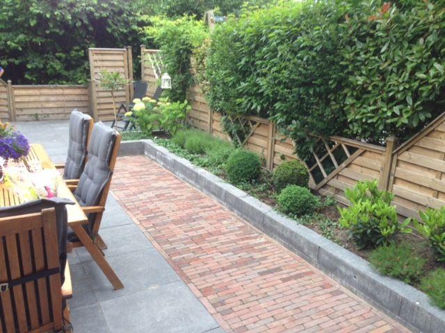 Rode Tegels Tuin.Voorbeeld Van Rode Tegels Naast Grote Grijze Tegels Tuin Garden