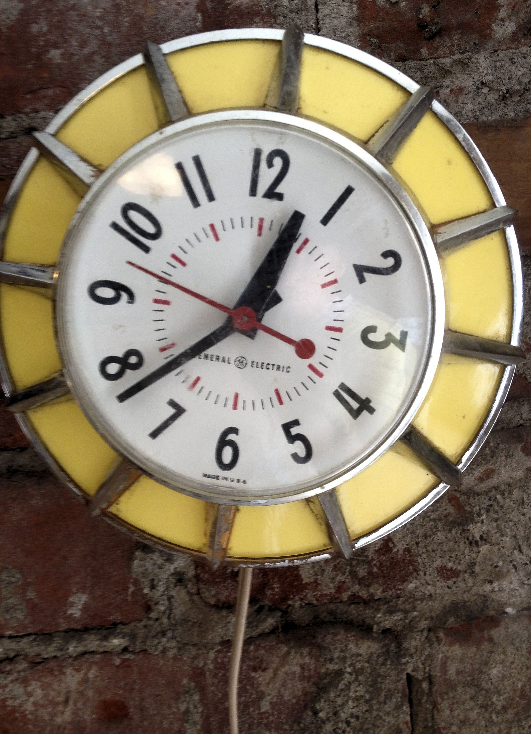 Atomic Wall Clocks Made In Usa Retro Clock Thrift Shop Finds Pinterest Clocks