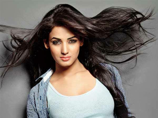 Sonal Chauhan Nice Hair Style Beauty Actresses India Beauty