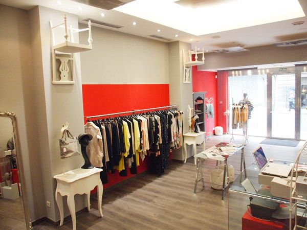 Decoracion boutique de ropa fashion buscar con google for Decoracion de boutique