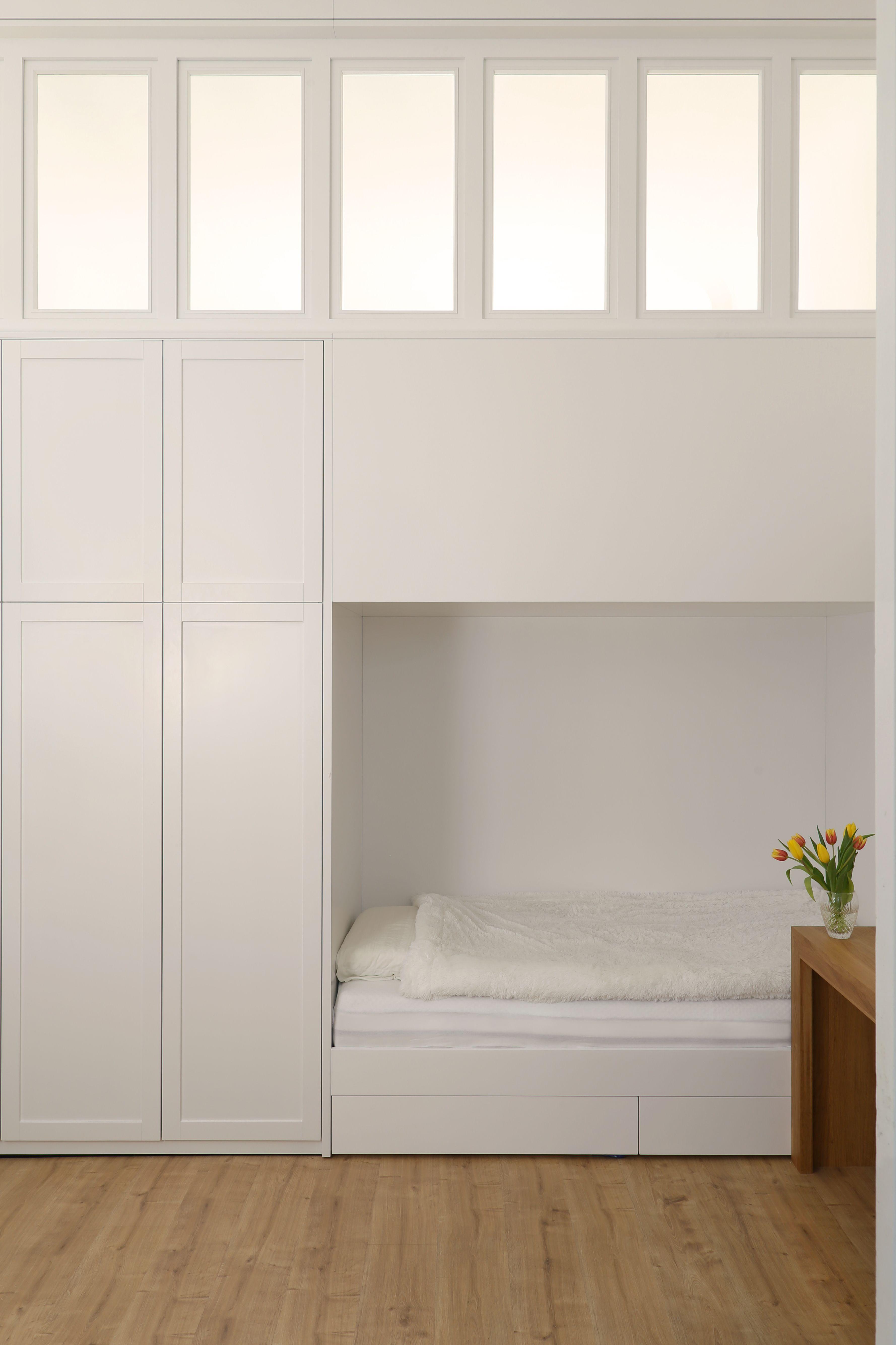 einbauschrank wei lackiert einbauschr nke regale garderoben pinterest studio. Black Bedroom Furniture Sets. Home Design Ideas