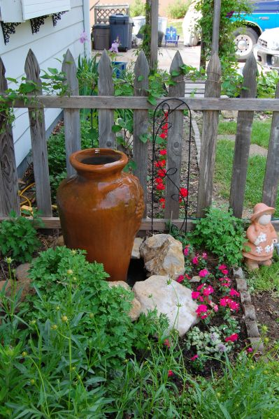 love this simple diy water feature | Diy garden fountains ...