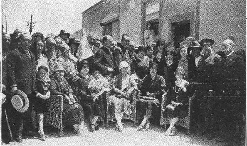 Visor Archivo General Región de Murcia. FOT_DIG-0000278 / 'Señoritas que dieron una comida a los pobres con motivo de las Fiestas del Somatén'.
