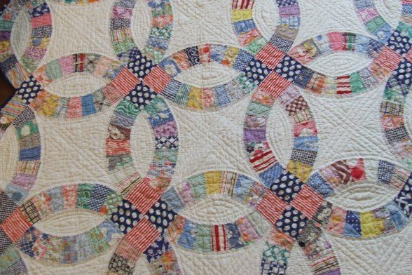 Hand Quilting By Tim Latimer On A 1930 S Vintage Double Wedding Ring Quilt Top He Has Drafted A D Double Wedding Ring Quilt Wedding Ring Quilt Wedding Quilt